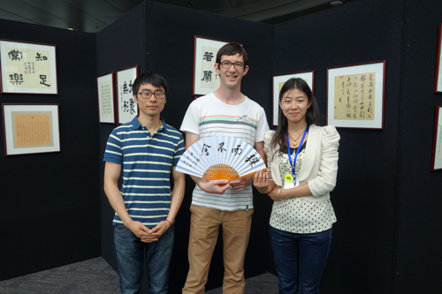 展现中国民族文化的多彩,加深中新两国人民的友谊